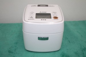 三菱電機 MITSUBISHI IH炊飯器 3.5合炊き 備長炭 炭炊釜 NJ-SE066 2017年製